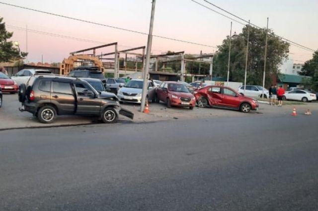 На улице Волгоградской в Оренбурге произошла авария.