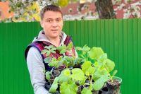 Денис Выскребенцев оставил работу поваром и посвятил время огороду.