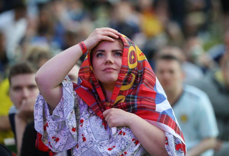 Болельщица во время матча Англия-Шотландия