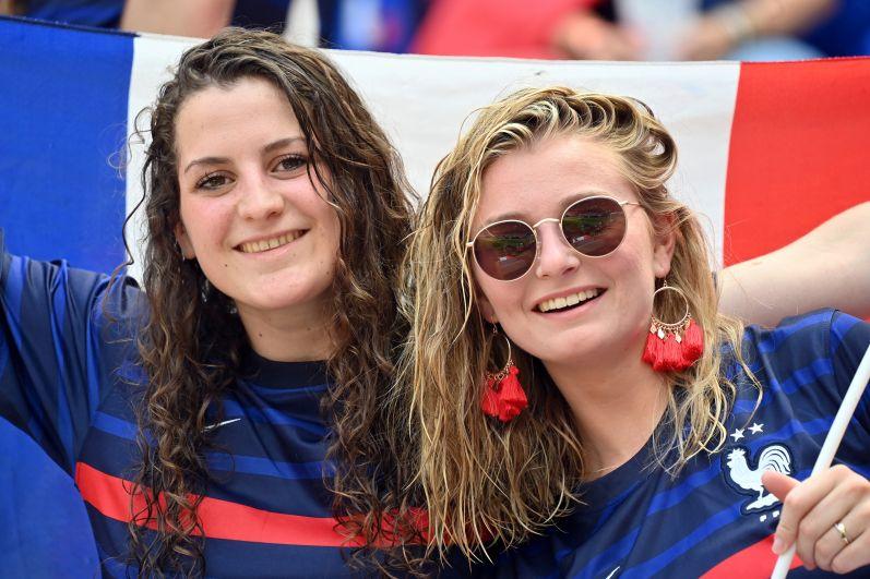 Болельщицы во время матча Хорватия-Франция