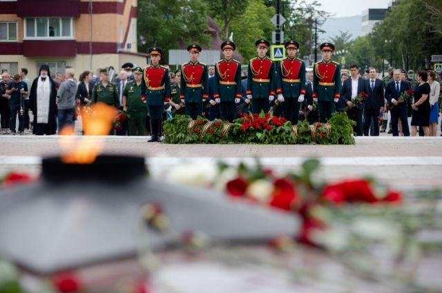 Собравшиеся почтили память погибших в Великой Отечественной войне минутой молчания.