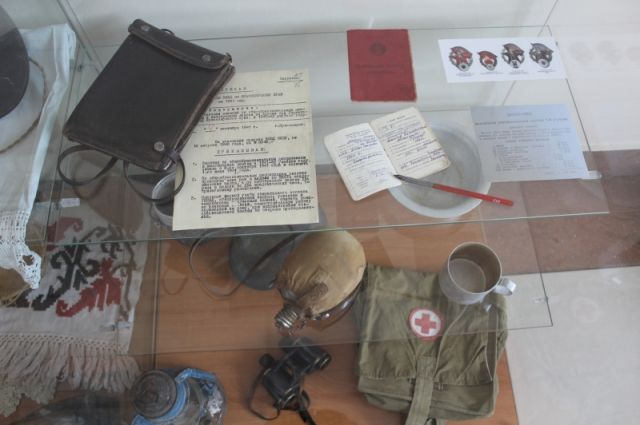 Представлена экспозиция вещей и предметов военного и послевоенного времени из фондов Народного музея истории органов внутренних дел края.