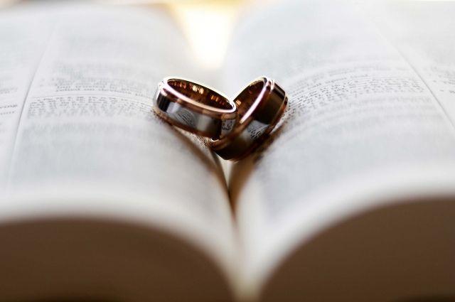 В Оренбурге сочетались браком 102 пары.
