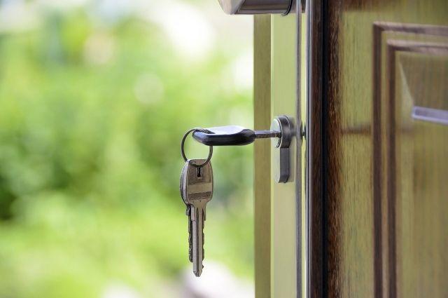 Надзорное ведомство помогло сироте получить благоустроенную квартиру.