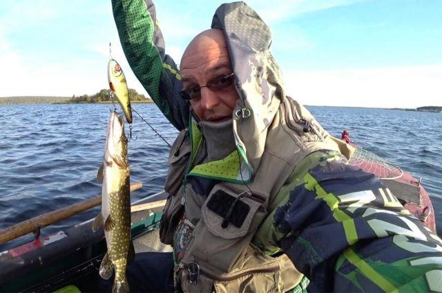 Валерий Зайчиков дал советы начинающим рыбакам, объяснил, чем отличается трофейная ловля от обычной рыбалки и рассказал о своем самом крупном улове.
