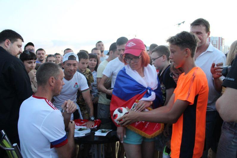 К бывшему вратарю Александру Филимонову выстроилась большая очередь.