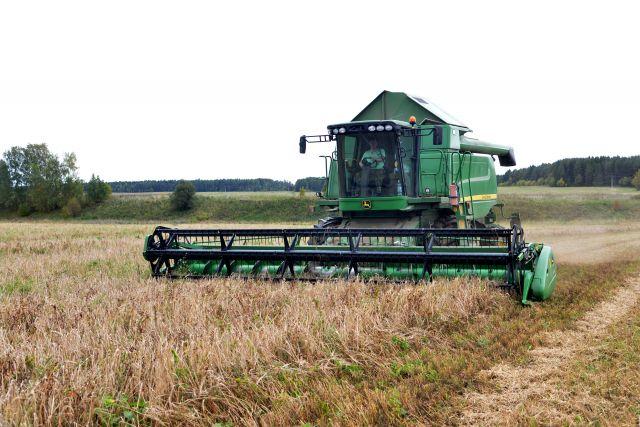Чиновники намерены посевные площади увеличивать, земли орошать. В Удмуртии мечтают объём намолота довести до миллиона тонн.