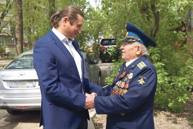 Накануне Дня Победы при поддержке Сергея Чижова в Воронеже прошла серия мини-парадов  для ветеранов Великой Отечественной войны.
