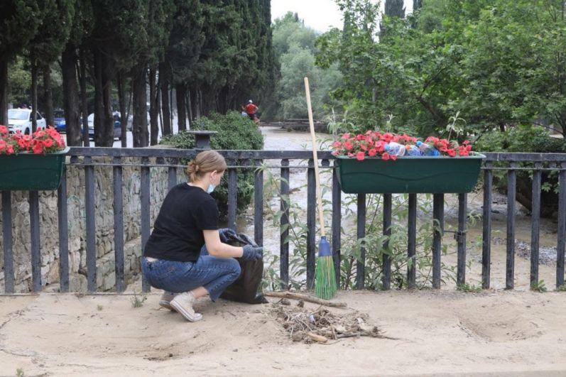 Глава администрации Янина Павленко поблагодарила всех неравнодушных граждан, волонтеров, которые присоединились к субботнику.