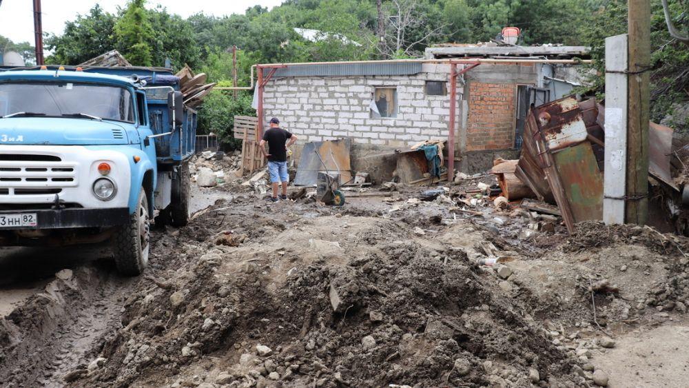 Всем пострадавшим от разгула стихии, по словам Янины Павленко продолжает оказываться вся необходимая помощь.