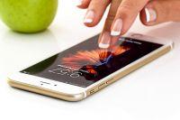 Пользователи сами закачивают на телефоны вредоносные приложения/