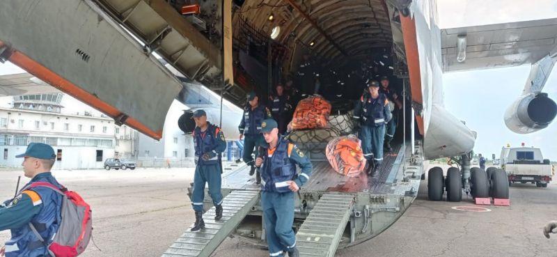 В Благовещенск прибыла аэромобильная группировка Камчатского спасательного центра в составе 100 человек