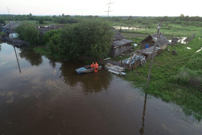 В Амурской области спасатели МЧС проводят комплекс мероприятий по защите населенных пунктов от воздействия паводка