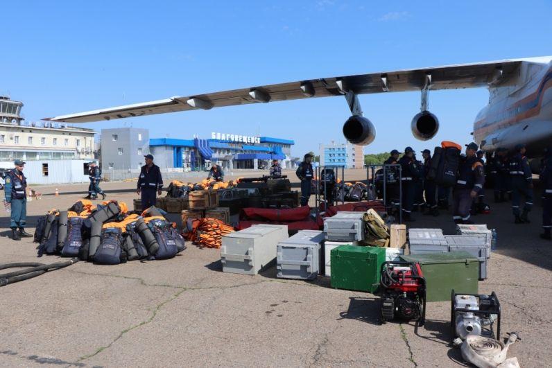 В Амурскую область прибыли спасатели из Сибири и Хабаровска