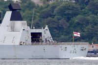 Британский эсминец Defender.