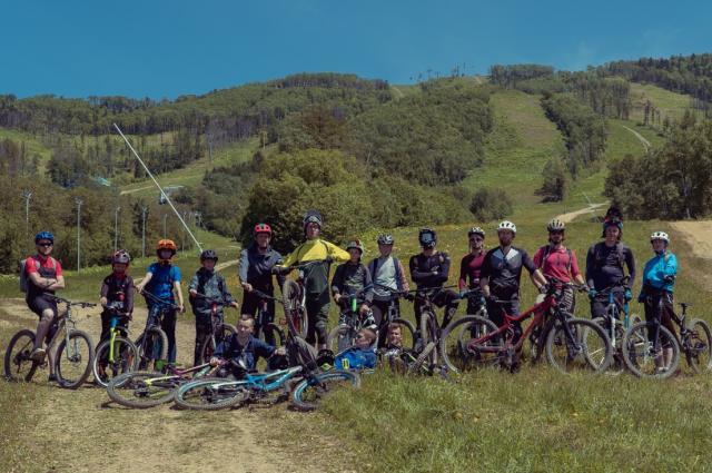 На первую тренировку пришли более 20 человек, среди которых были как новички, так и опытные горные велосипедисты.