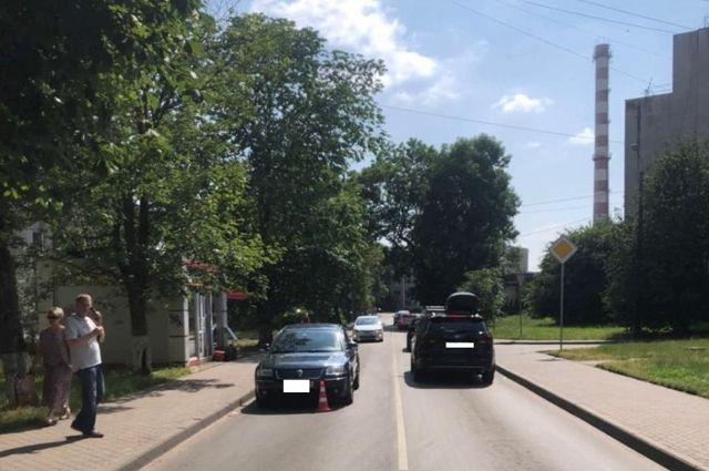 В районе улицы Горького водитель сбил двоих детей