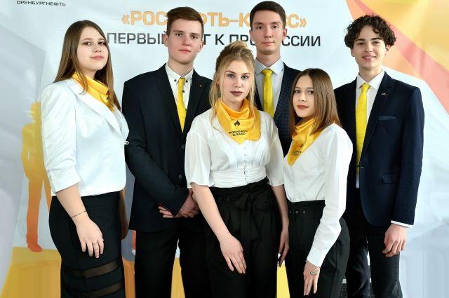Почти 70 учащихся профильных «Роснефть-классов» в Бугуруслане, Бузулуке и Сорочинске  простились с родными школами.