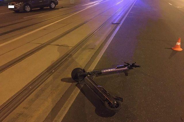 Ночью на Ленинском проспекте произошло ДТП с электросамокатом