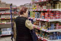 Украинцы тратят больше половины доходов на еду и коммуналку, - Госстат