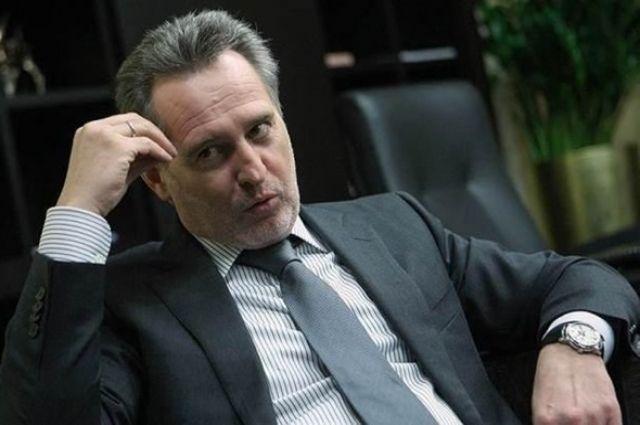 Зеленский подписал указ о санкциях к бизнесменам Фирташу и Фуксу