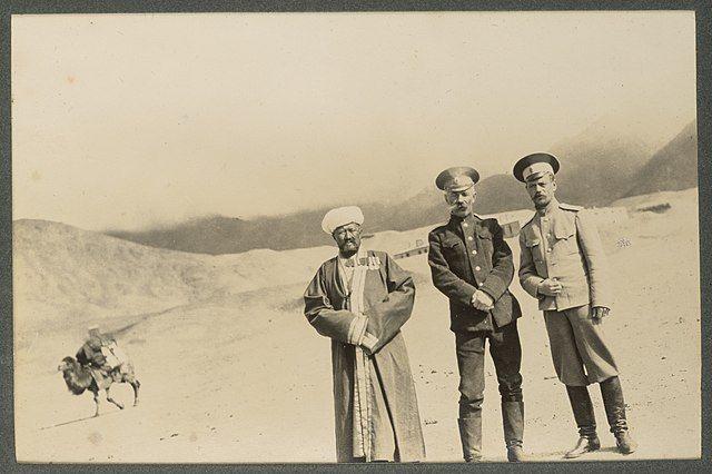 Царские русские чиновники на Памирской заставе в Туркестане недалеко от китайской границы в 1915 году.