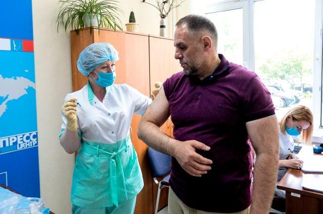 Вакцинация в Сахалинской Думе