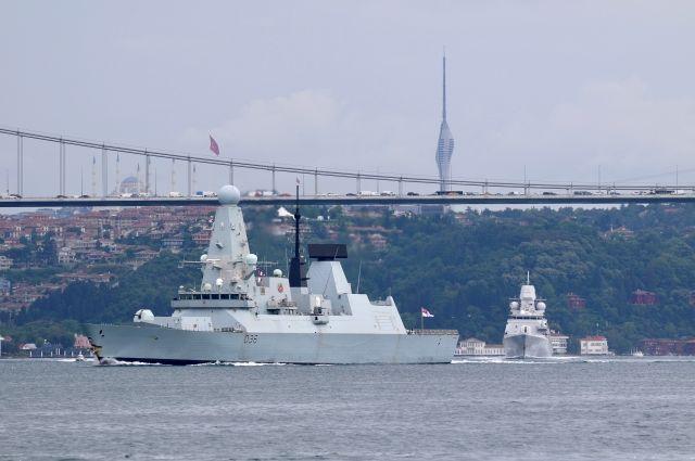 Минобороны назвало эпическим фиаско действия британского эсминца Defender