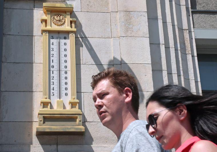 Термометр на здании Государственной Думы РФ
