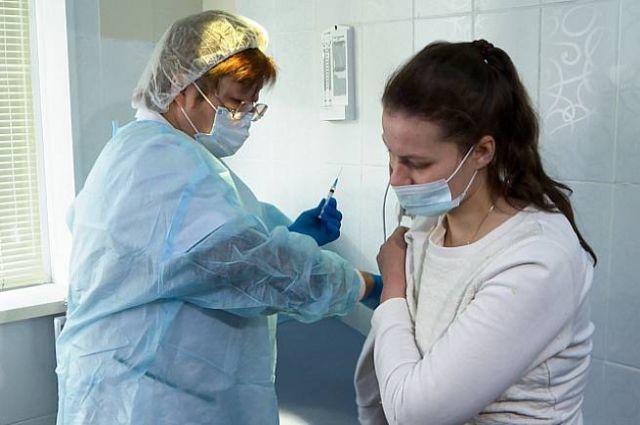 Люди начали делать прививку из-за страха потерять работу.