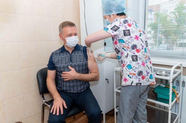 В день в Южно-Сахалинске вакцинацию проходит от 350 до 500 человек.
