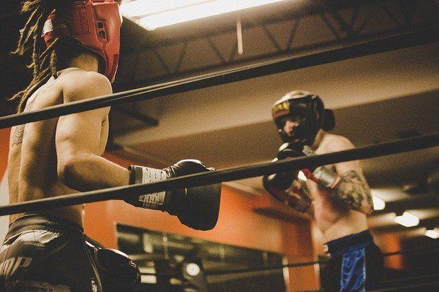 Тюменцев учат боксу прямо на улицах города