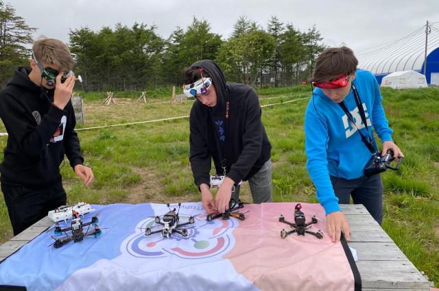 От искусства пилотажа зависит и сохранность самого дрона.