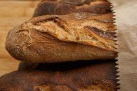Для того чтобы хлеб и хлебобулочные изделия надолго оставались свежими, нужно соблюдать простые правила.
