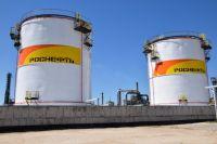 Новые резервуары оснащены алюминиевыми понтонами, которые исключают испарение нефтепродуктов в атмосферу.