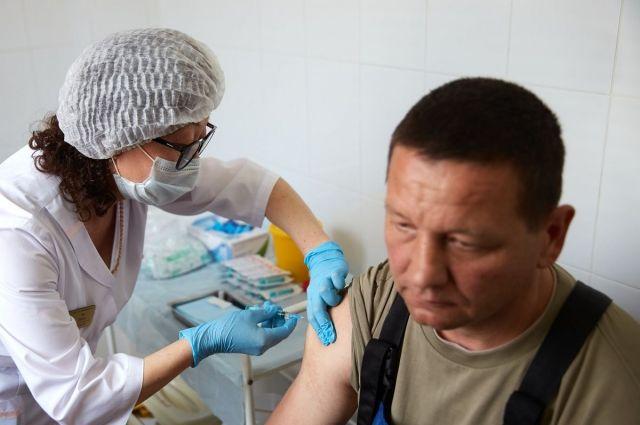 Выездная вакцинация на предприятиях организована так же, как и в медицинских учреждениях.