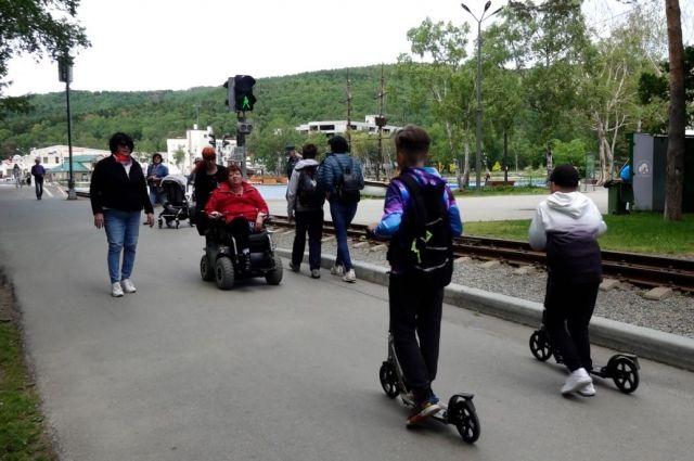 Сотрудники парка подготовили транспорт для передвижения по территории, чтобы с комфортом провести отдых и побывать в разных уголках.