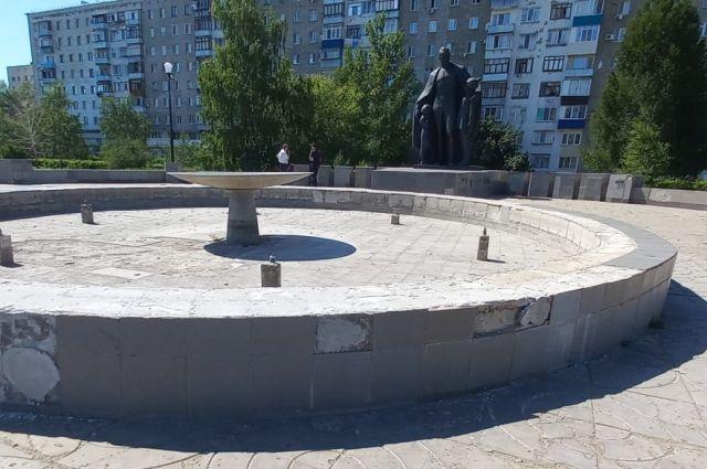 В Оренбурге отремонтируют памятники Дзержинскому, Кичигину и стелу Европа-Азия.