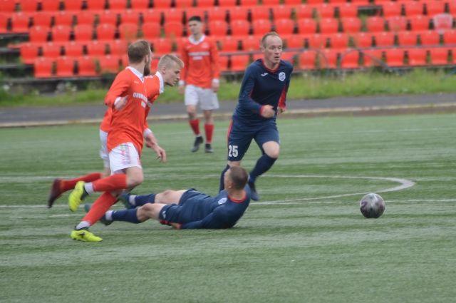 Футболисты старались не пропустить голы, потому игра в нападении и не удалась.