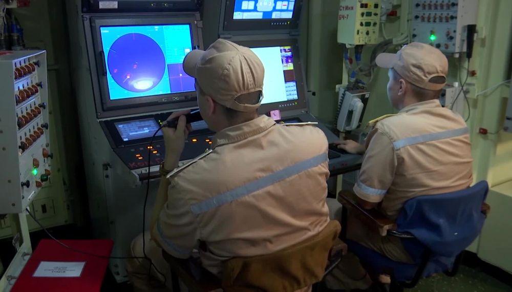 Военнослужащие ВМФ РФ во время учений в Средиземном море