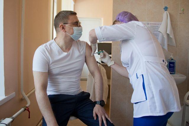 Алексей Текслер подал пример и привился от коронавирусной инфекции.