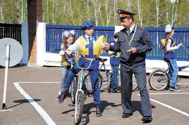 Обучать детей правилам дорожного движения нужно с детского сада.
