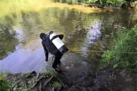 Водолазы начали поиски в водоеме в районе моста на братьев Коростелевых.