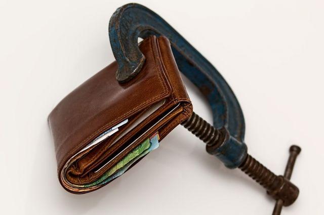 В России подписан закон о неприкосновенности МРОТ на счетах должников.