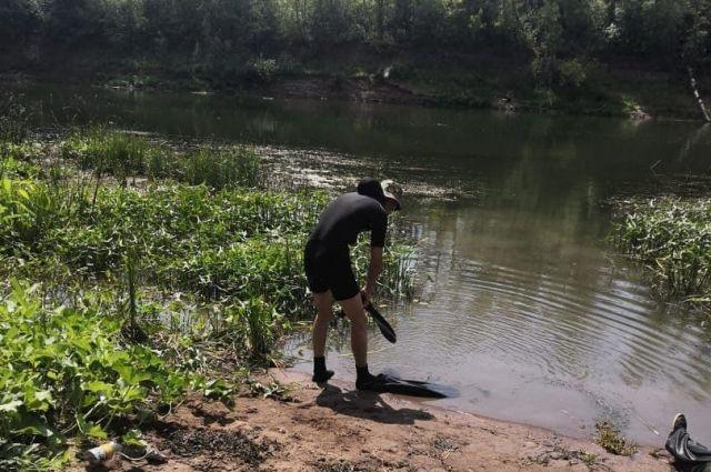 Водолазы работали на реке Сакмара.
