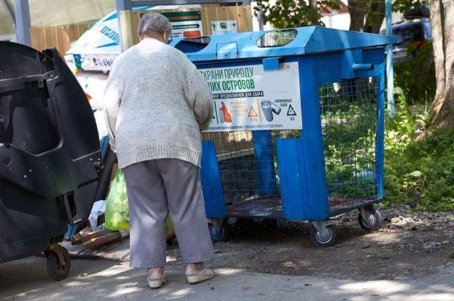 Во дворах установили дополнительные контейнеры для пластика и металла.