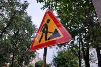 Работа по ремонту дороги также начата и по улице Ханты-Мансийской