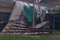 В Грачевском районе ветер срывал крыши домов.