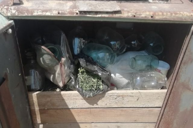 Оренбургские полицейские привлекают мужчину к ответственности за хранение наркотиков.