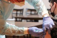 Вакцину можно поставить и в любой поликлинике города, но предварительно записавшись